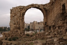 In Jerash ruins blend with the new city